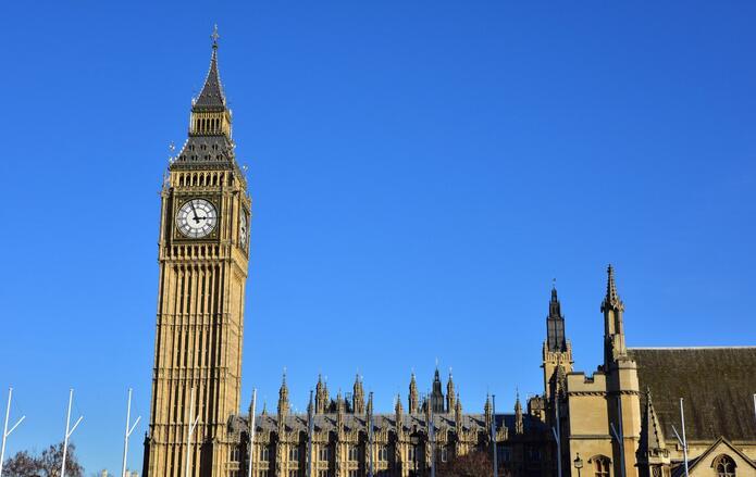 与白色石材相结合,即使是在伦敦天气最阴暗的时候,这里依然采光极好.