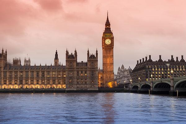 英国皇家白金汉大学排名